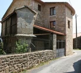 fachada casa grande calle